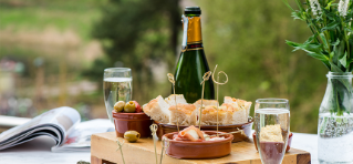 Vitalé platter, a selection of tapas and fizz.